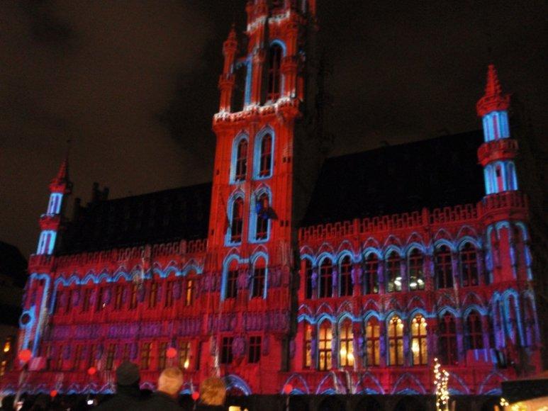 Vaizdo instaliacijomis išmarginta Briuselio rotušė
