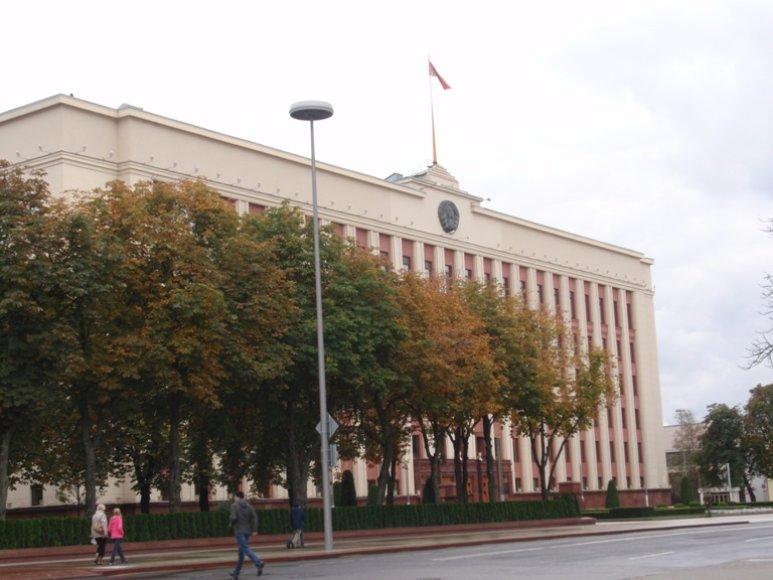 Kruopščiai saugoma A.Lukašenkos rezidencija, kurioje jis gyvena ir dirba