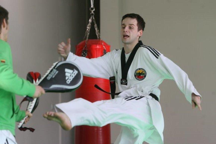 Taekwondo kovotojas Vitoldas Dzikevičius treniruotėje
