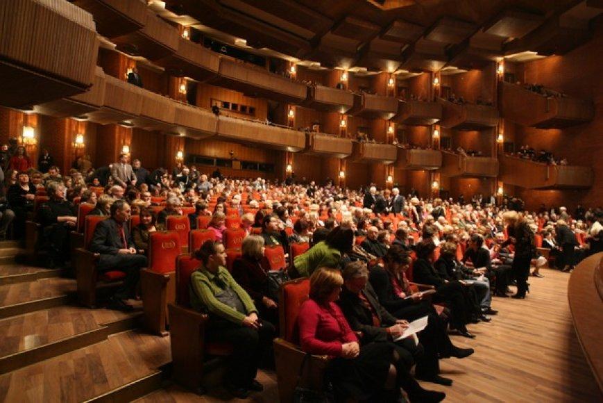 Operos gerbėjai rinkosi į Lietuvos operos 90-mečiui skirtą koncertą