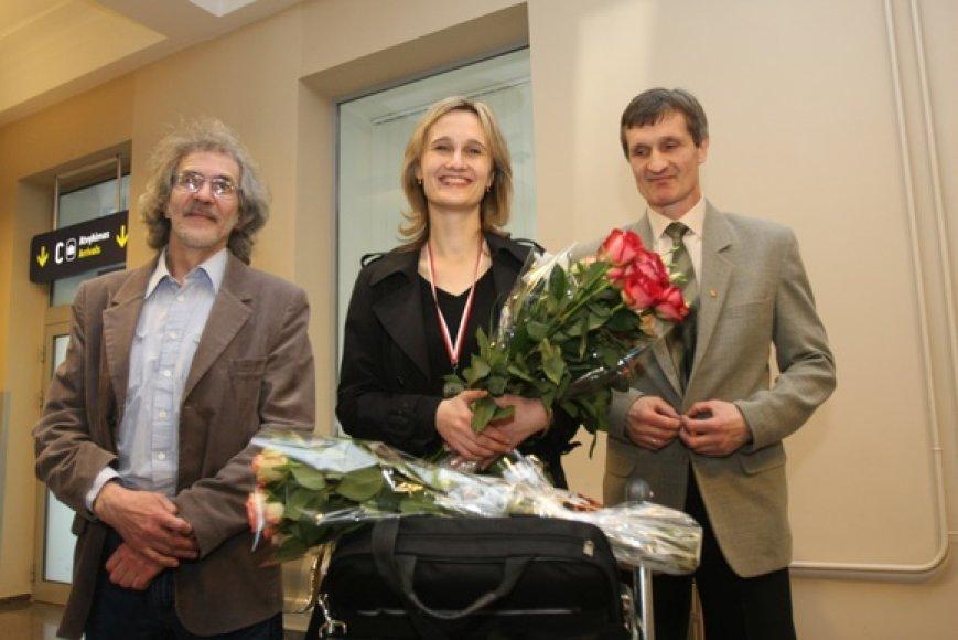 Viktorija Čmilytė su treneriais Gediminu Rasteniu (kairėje) ir Viktoru Čmiliu