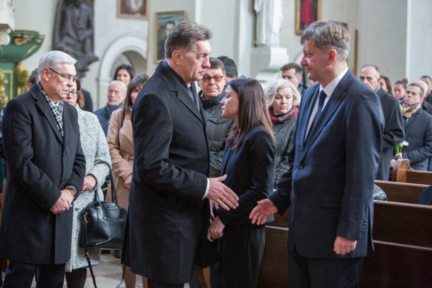 Juliaus Kalinsko / 15min nuotr./Juro Poželos urna pašarvota Vilniaus Šv.Jonų bažnyčioje