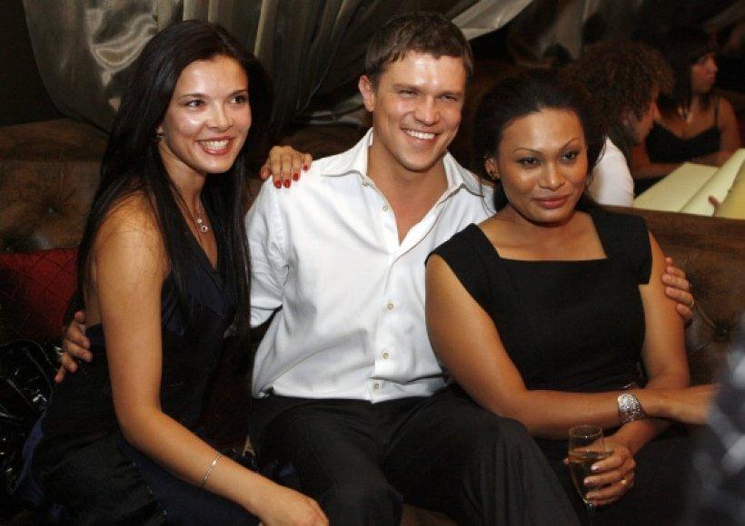 Kotryna Kirdeikytė (kairėje) ir Jurgis Polujanskas su buvusia žmona Yalin Mey