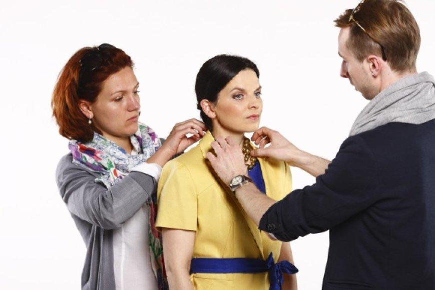 K.Rimdžius ir A.Gilytė rūpinasi aktorės G.Gurevičienės (viduryje) stiliumi