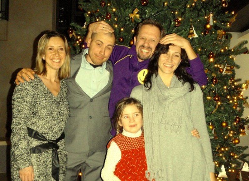Linas Adomaitis su gerbėjais ir žmona Irma (dešinėje)