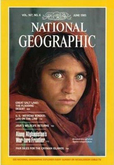 """Afganistanietės Sharbat Gula nuotrauka, 1985 m. papuošusi žurnalo """"National Geographic"""" veidu"""