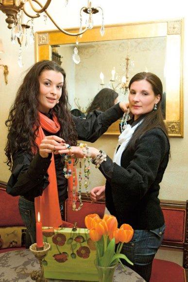 Laura Imbrasienė su seserimi Marina Binkauskiene