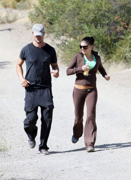 Fergie bėgioja su savo vyru Joshu Duhameliu