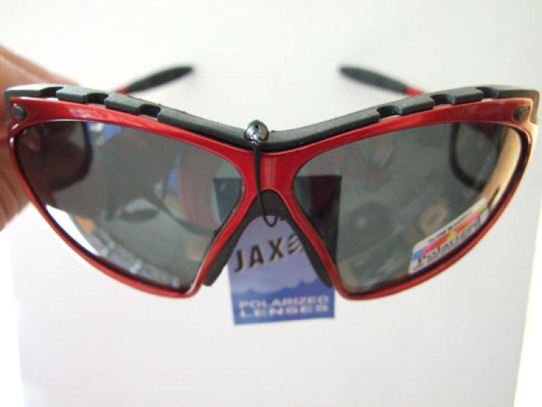 Akiniai su pritemstančiais stiklais atpalaiduoja nuo būtinybės turėti kelerius akinius su skirtingos spalvos poliarizuotais stiklais