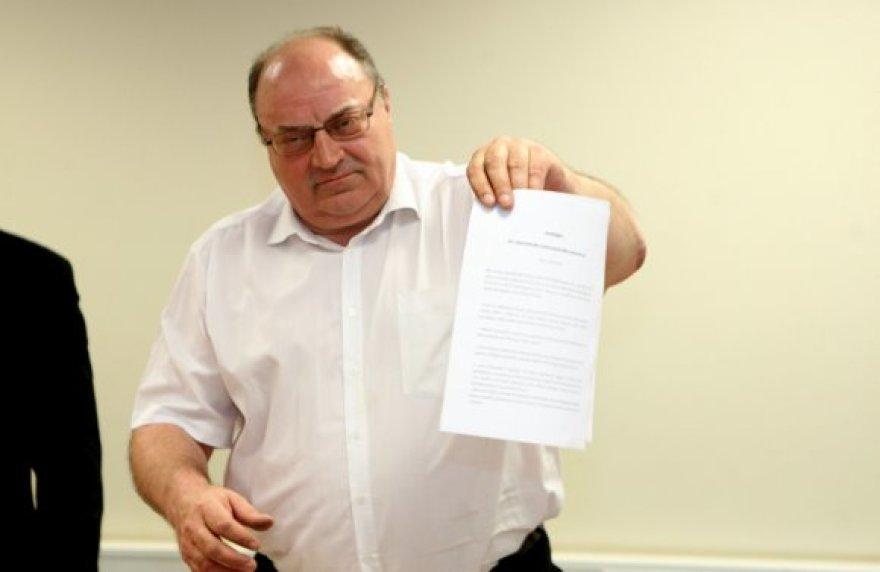Interpeliaciją pasirašė trys opozicinės miesto tarybos frakcijos.