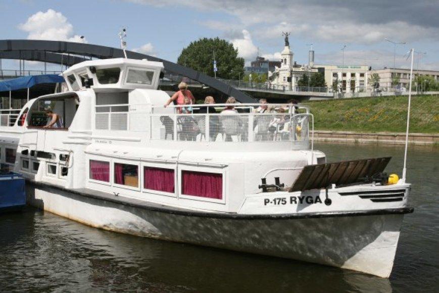 """Laivas """"Ryga"""" šalia Mindaugo tilto turėtų apsistoti jau po kelių dienų."""