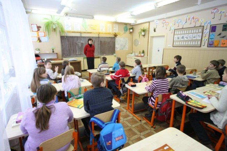 Per metus Vilniaus savivaldybė už švietimo ir ugdymo įstaigų šildymą per metus sumoka per 30 mln. Lt, dar apie 8 mln. atseikėjami už priežiūrą.