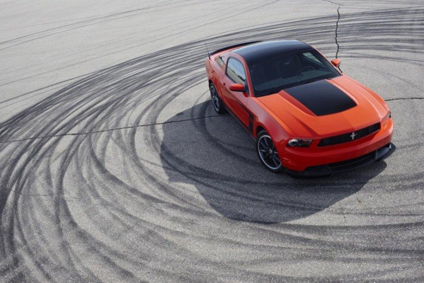"""""""Ford"""" prikėlė Amerikietišką legendą – """"Mustang Boss 302"""""""