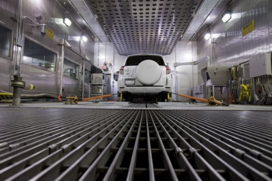 """Toyota RAV-4"" elektromobilis su ""Tesla"" inžinerija"