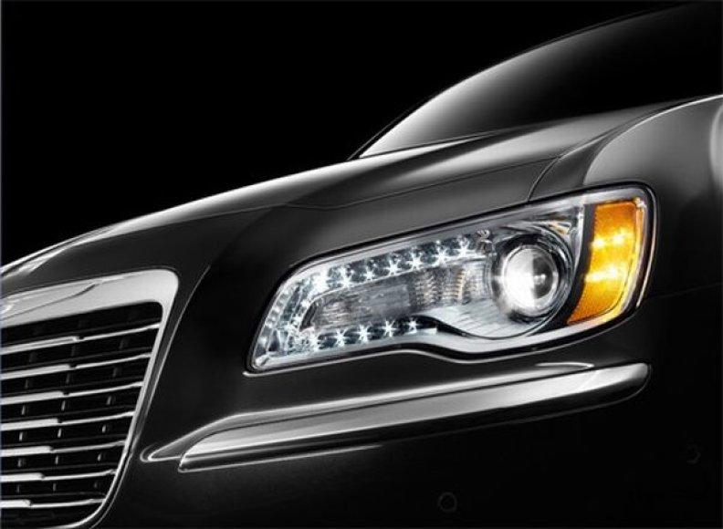 """Naujojo """"Chrysler 300C"""" modelio detalės"""