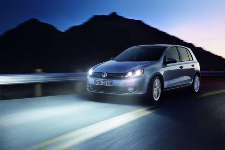"""""""Volkswagen Golf"""" su LED priekiniais žibintais"""