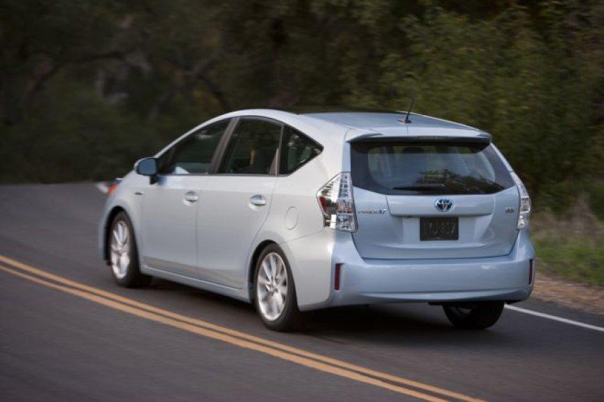 """Toyota Prius V"" hibridinis minivenas"