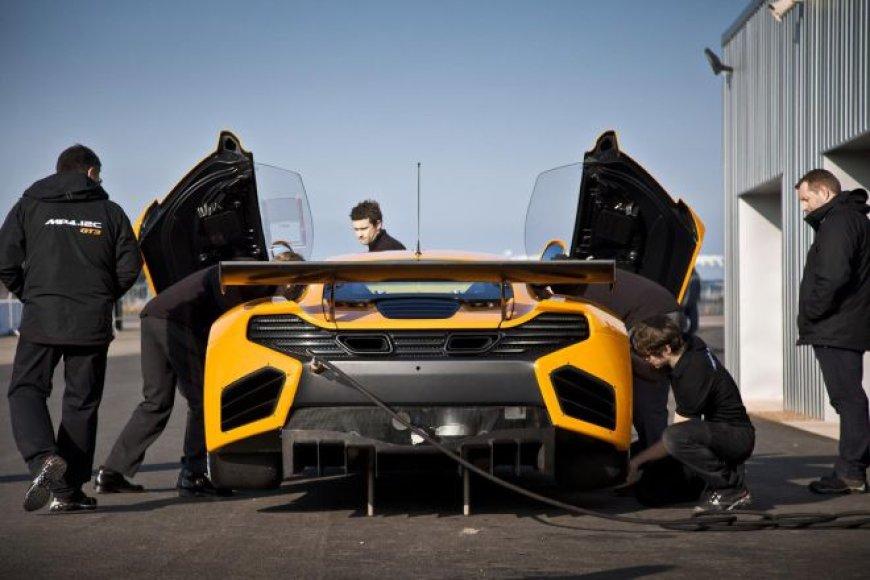 """McLaren"" MP4-12C GT3 bandymai Silverstoune"