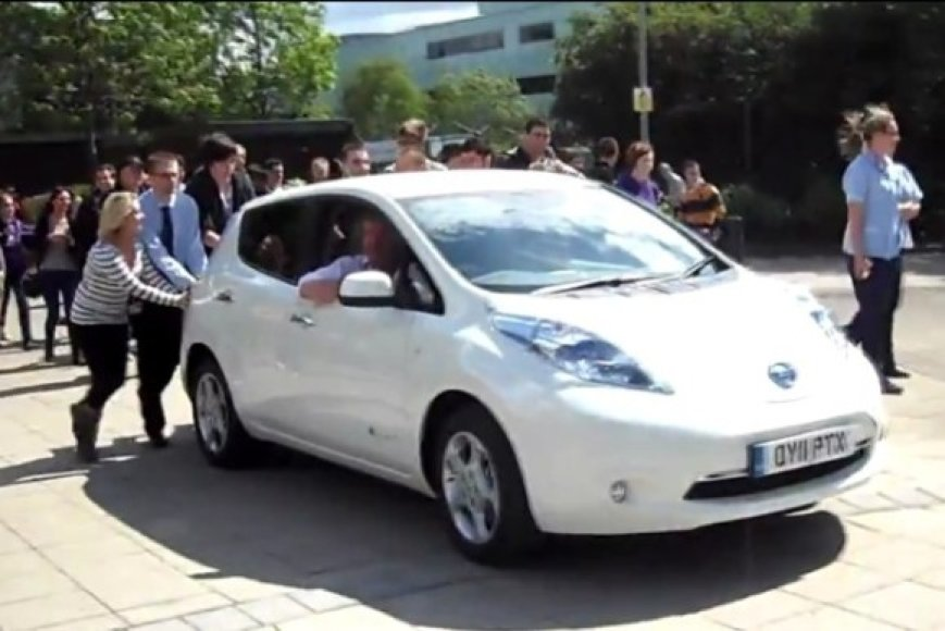 """""""Top Gear"""" išbandė kelis elektromobilius..."""