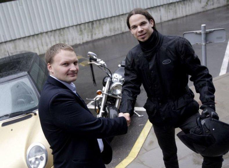 Motociklo ir automobilio vairuotojai – Jeronimas Milius ir Andrius