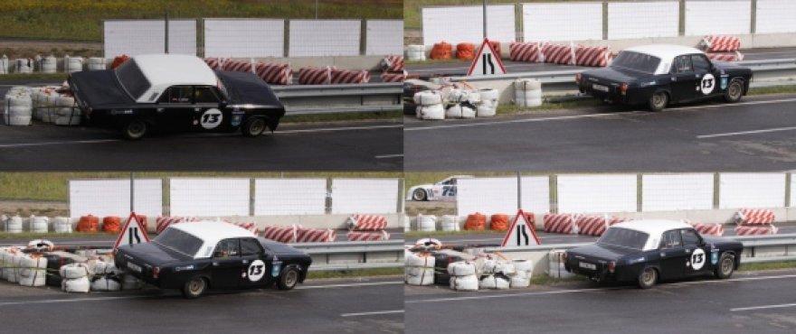 Istorinių automobilių lenktynėse volga patyrė avariją