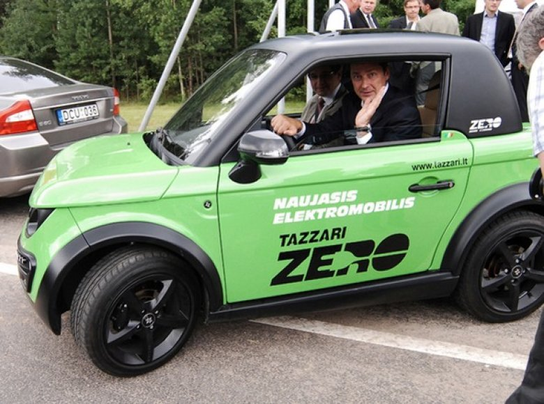 "Artūras Zuokas išbandė ""Tazzari"" elektromobilį"