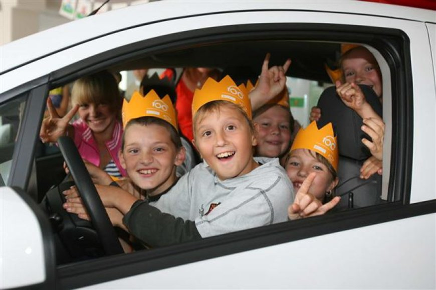 """""""Chevrolet Spark"""" perduotas SOS vaikų kaimui"""