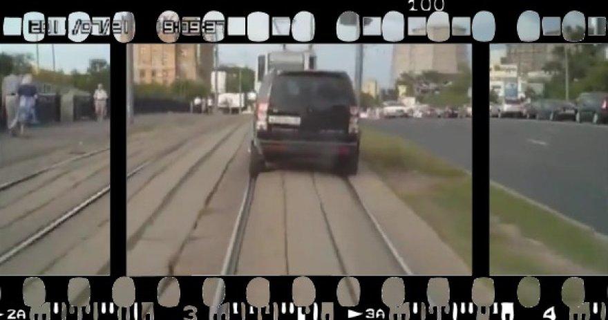 Automobilis - tramvajus