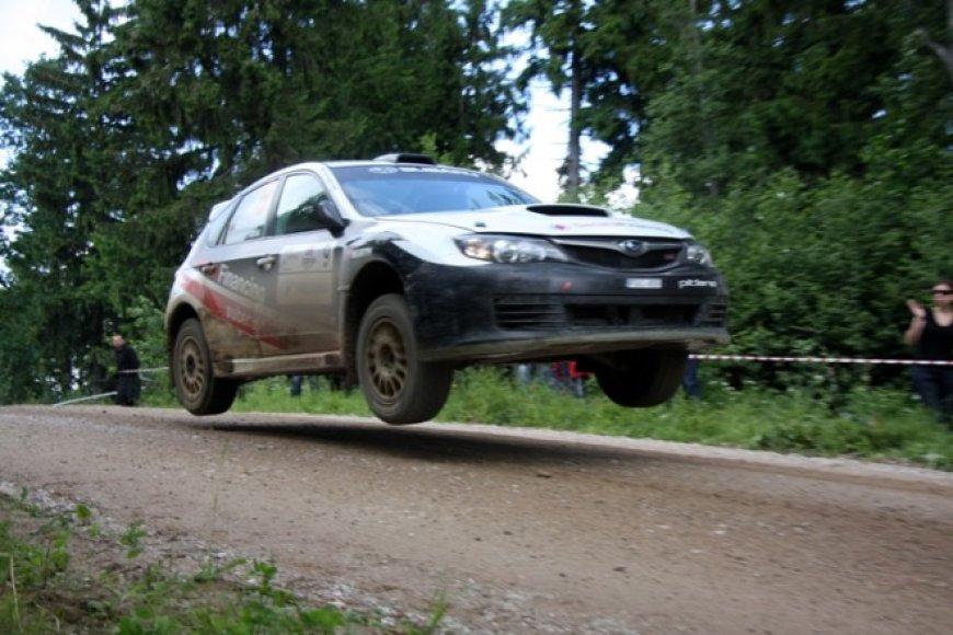 """Subaru Impreza Sti"" su Benediktu Vanagu už vairo"