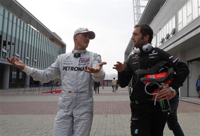 Michaelis Schumacheris iš lenktynių pasitraukė po avarijos su Vitalijumi Petrovu