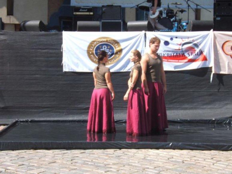 """Jūros šventės metu į Teatro aikštėje vyko tarptautinis projektas - """"Jaunimo uostas - Klaipėda""""."""