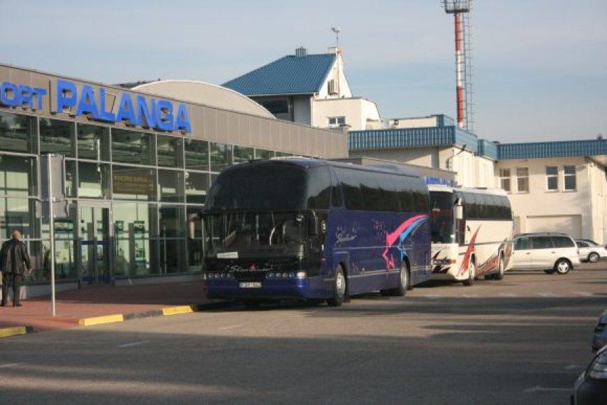 Sugrįžusieji išgabenti autobusais.