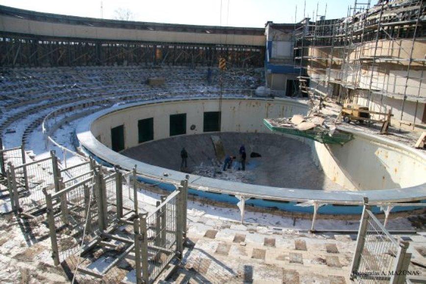 Netrukus bus pradėtas dengti delfinariumo stogas.