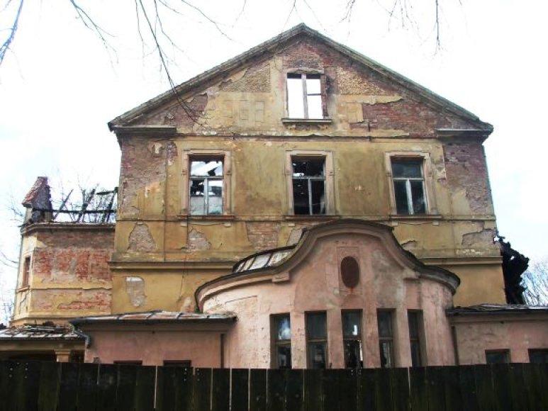 Kurhauzas sudegė prieš devynerius metus.