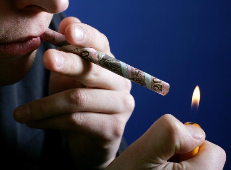 Lietuvos laisvosios rinkos institutas, atlikęs tabako akcizų politikos ir jos pasekmių šalies rinkai tyrimą, teigia, kad šiuo metu nelegali cigarečių rinka sudaro pusę visos cigarečių rinkos – apie 110 mln. pakelių.