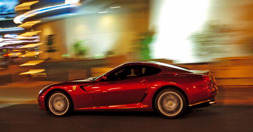 """""""Ferrari"""" kovą pristatys hibridą?"""