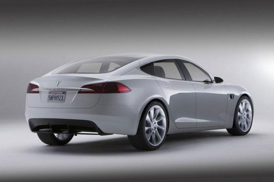 """""""Daimler"""" įsigijo """"Tesla"""" akcijų"""