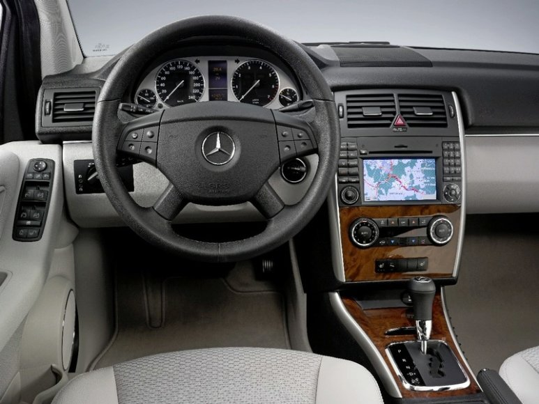"Atnaujinta ""Mercedes-Benz"" B klasė"