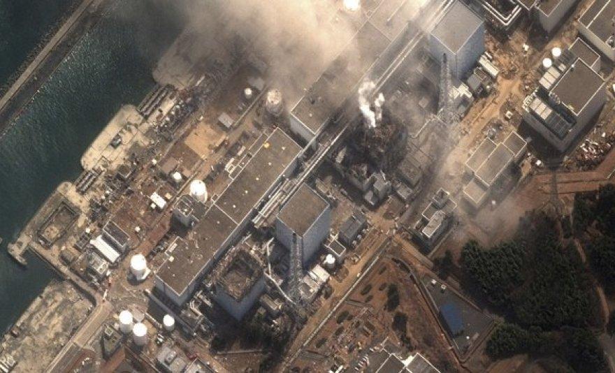 Iš trečiojo reaktoriaus kylantys dūmai Fukušimos-1 atominėje elektrinėje.