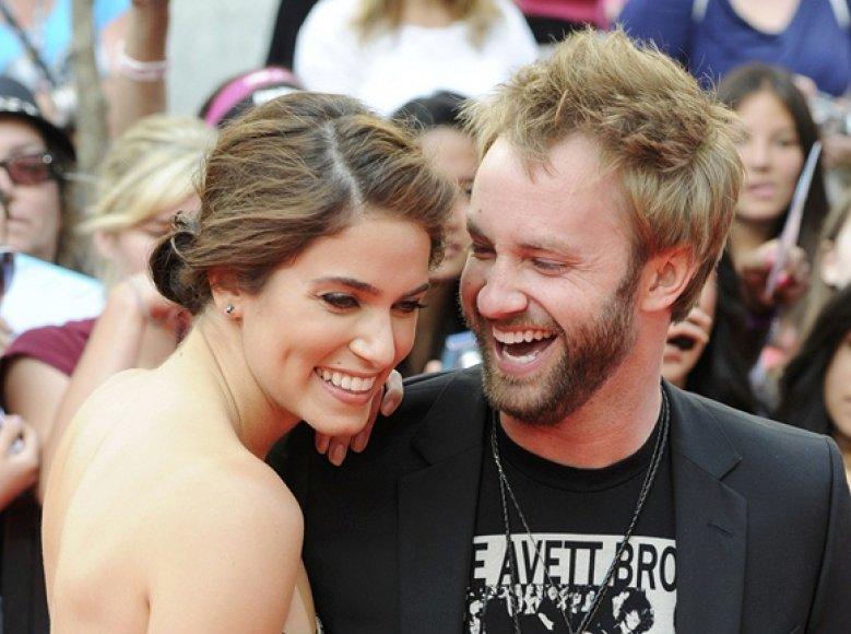 Paulas McDonaldas su Nikki Reed (kairėje)