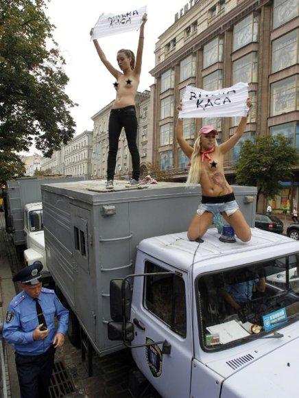 """Femen"" aktyvistės ant sunkvežimio"