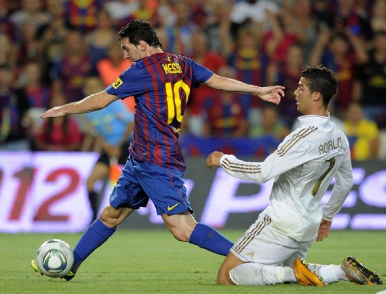 Lionelis Messi ir Cristiano Ronaldo (dešinėje)