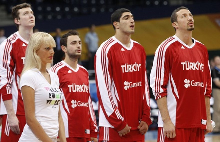 Turkijos krepšininkai prieš rungtynes su Lenkijos rinktine