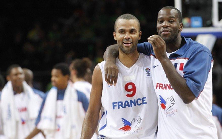 Tony Parkeris (kairėje) ir Borisas Diawas