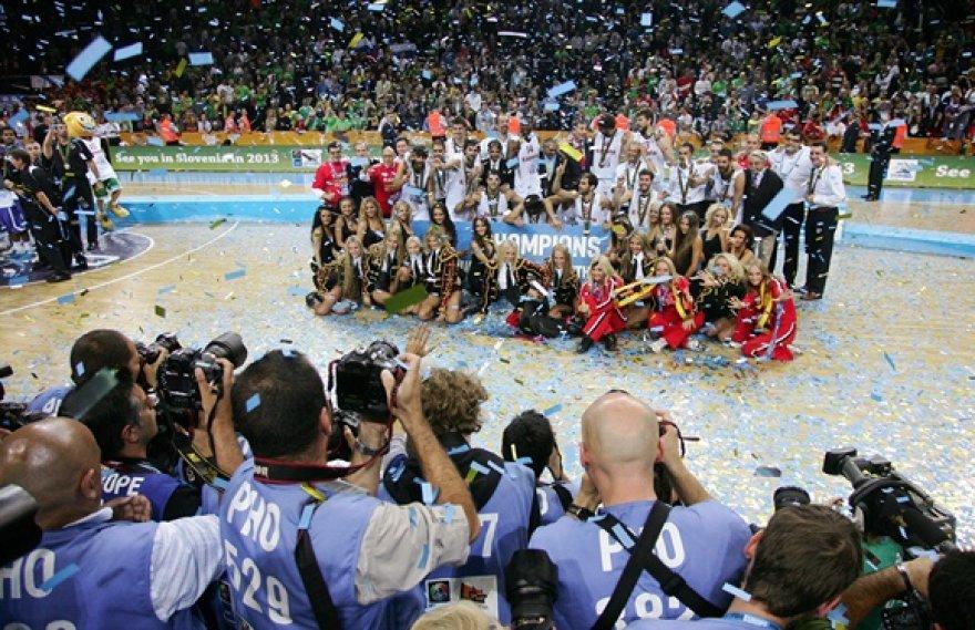 Bendra nuotrauka su Ispanijos krepšinio rinktine