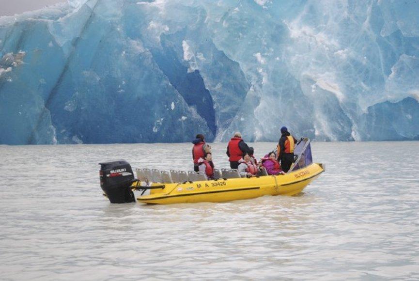 Turistai prie ledkalnio