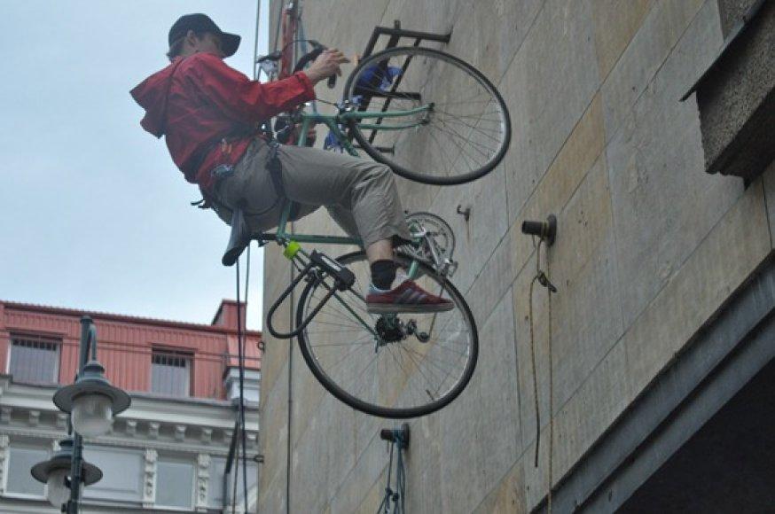 Alpinistų treniruotė Vilniaus centre