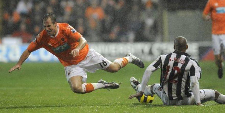 """Blackpool"" futbolininkai 2:1 nugalėjo ""West Bromwich Albion"" vienuolikę."