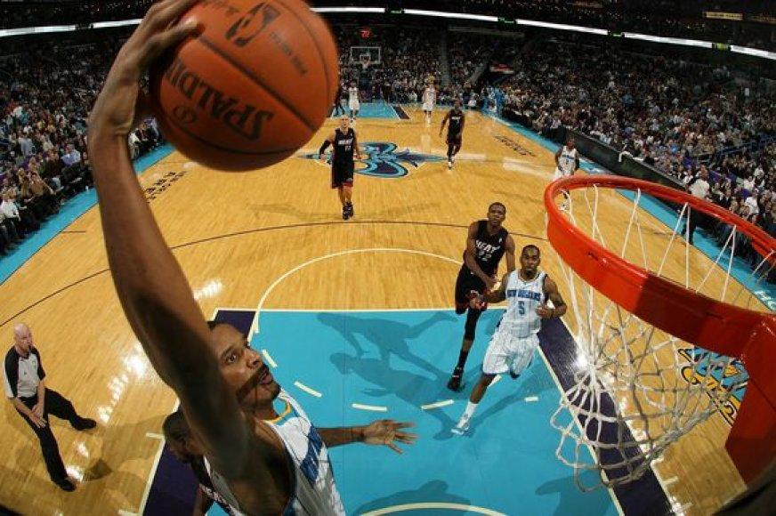 """Sunkiausią pergalę trijų taškų skirtumu šį sezoną """"Hornets"""" pasiekė prieš """"Miami Heat"""""""