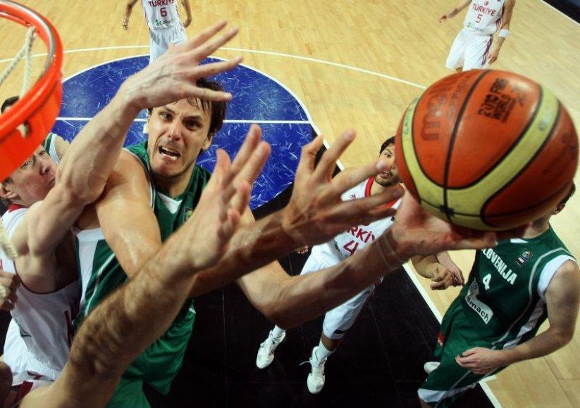 Pasaulio krepšinio čempionate slovėnai pasitraukė po ketvirtfinalio varžybų. Jų šalyje po trejų metų vyks Europos čempionatas.